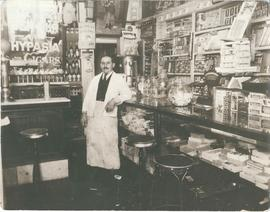 Aaron Grosney's grocery store interior, 470 Selkirk Avenue, Winnipeg 1
